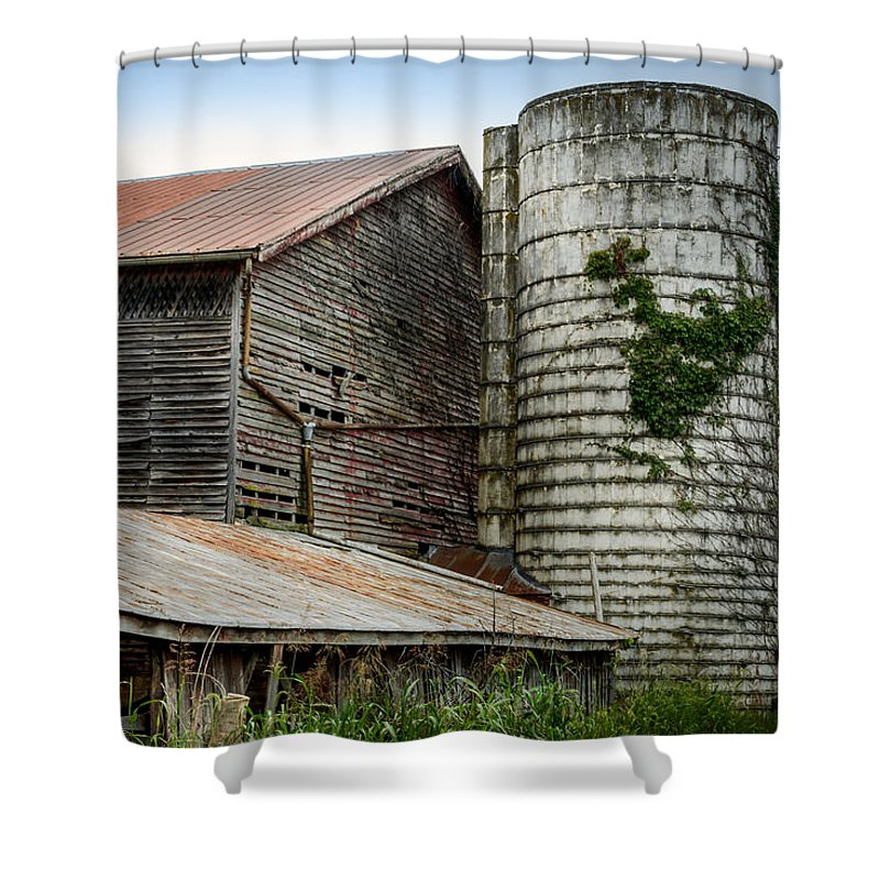 Shenandoah Valley Shower Curtain featuring the photograph Abandoned Barn by Pat Scanlon
