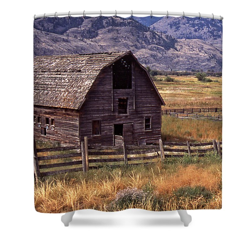 Old Barn Shower Curtain featuring the photograph Abandoned Barn by Richard Farrington