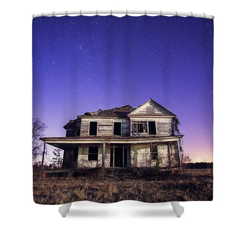 North Carolina Shower Curtain featuring the photograph Abandoned Rural Farmhouse by Malcolm Macgregor