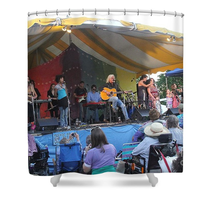 Arlo Guthrie & Family Shower Curtain featuring the photograph Arlo Guthrie And Family by Concert Photos