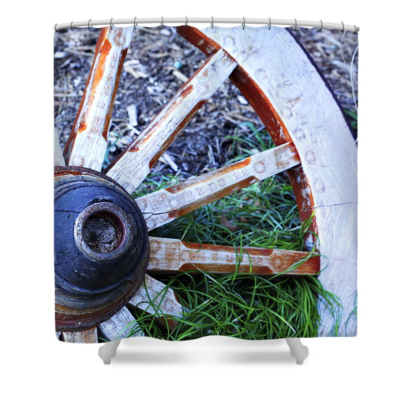 Americana Shower Curtain featuring the photograph Artful Wagon Wheel by Marilyn Hunt