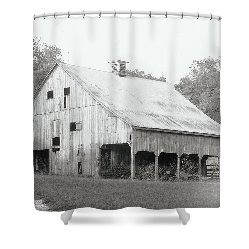 Barn Shower Curtain featuring the photograph Barn Missouri Bottomlands by IMH Photog