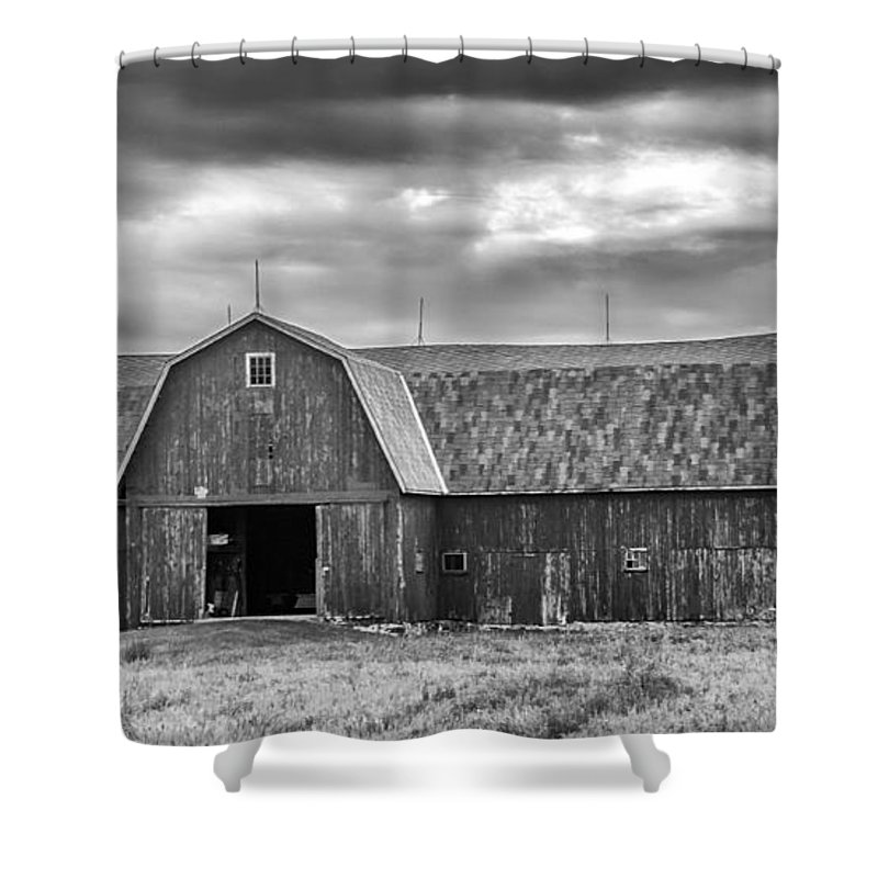 Barn Shower Curtain featuring the photograph Big Red 3683b by Guy Whiteley