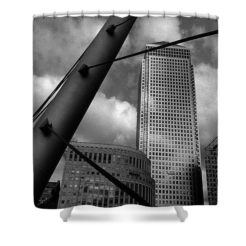 Canary Wharf Shower Curtain featuring the photograph Canary Wharf London by David Rives