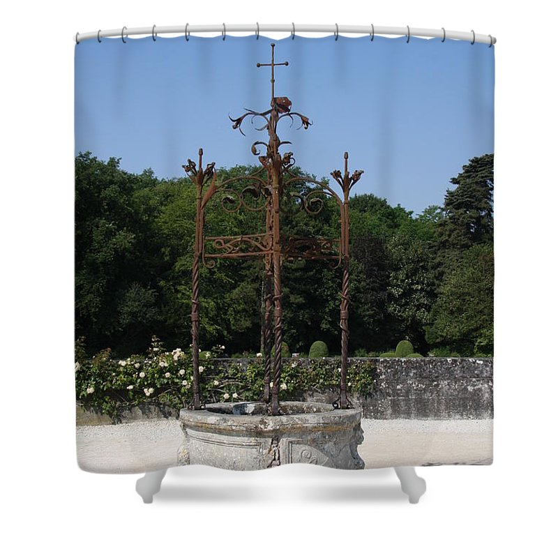 Well Shower Curtain featuring the photograph Chateau Chenonceau Well by Christiane Schulze Art And Photography