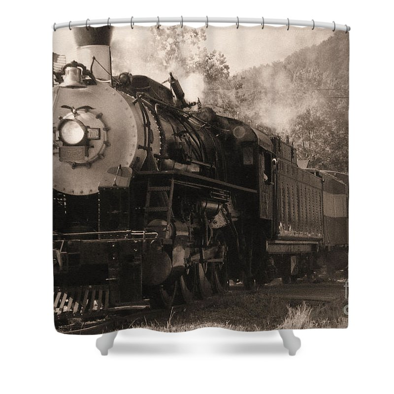 Trains Shower Curtain featuring the photograph Coming Around The Mountain by Richard Rizzo