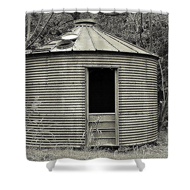 Corn Crib Shower Curtain featuring the photograph Corn Crib In Monochrome by Gary Richards