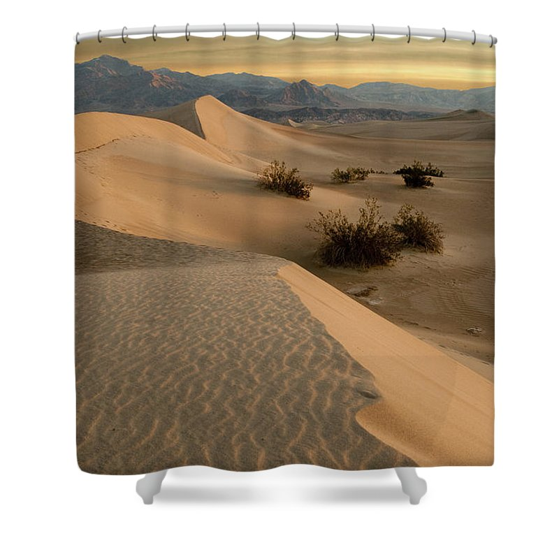 Death Valley Shower Curtain featuring the photograph Death Valley Mesquite Flat Sand Dunes Img 0177 by Greg Kluempers