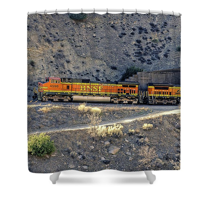 Bnsf Shower Curtain featuring the photograph Eastbound Ascending by Jim Thompson
