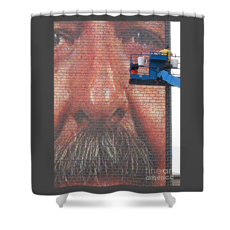 Chicago Shower Curtain featuring the photograph Fixing His Face by Ann Horn