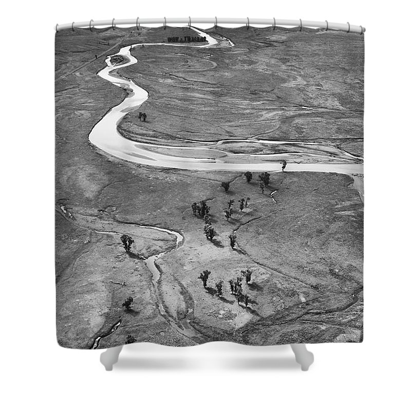 North America Shower Curtain featuring the photograph Lamar Valley Black And White by Max Waugh