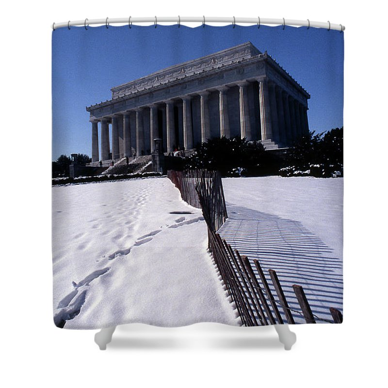 Washington Shower Curtain featuring the photograph Lincoln Memorial In The Snow by Skip Willits