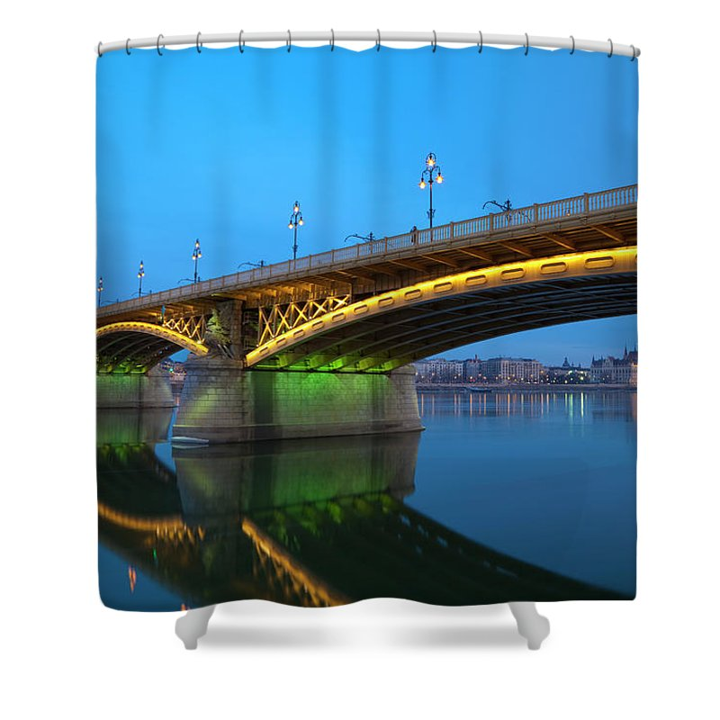 Town Shower Curtain featuring the photograph Margaret Bridge And The Parliament by Focusstock