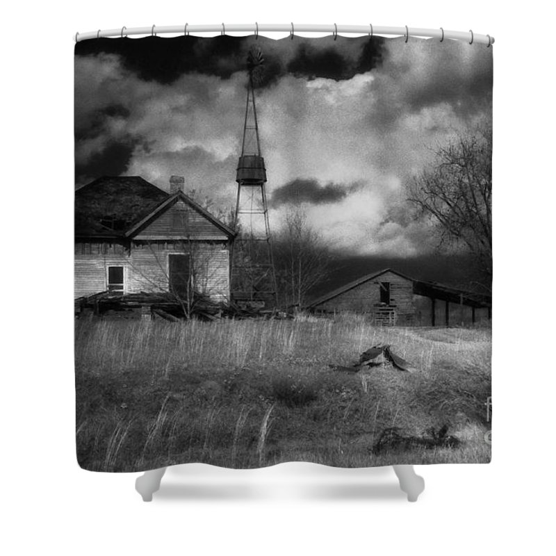 Farms Shower Curtain featuring the photograph Old Georgia Farm by Richard Rizzo