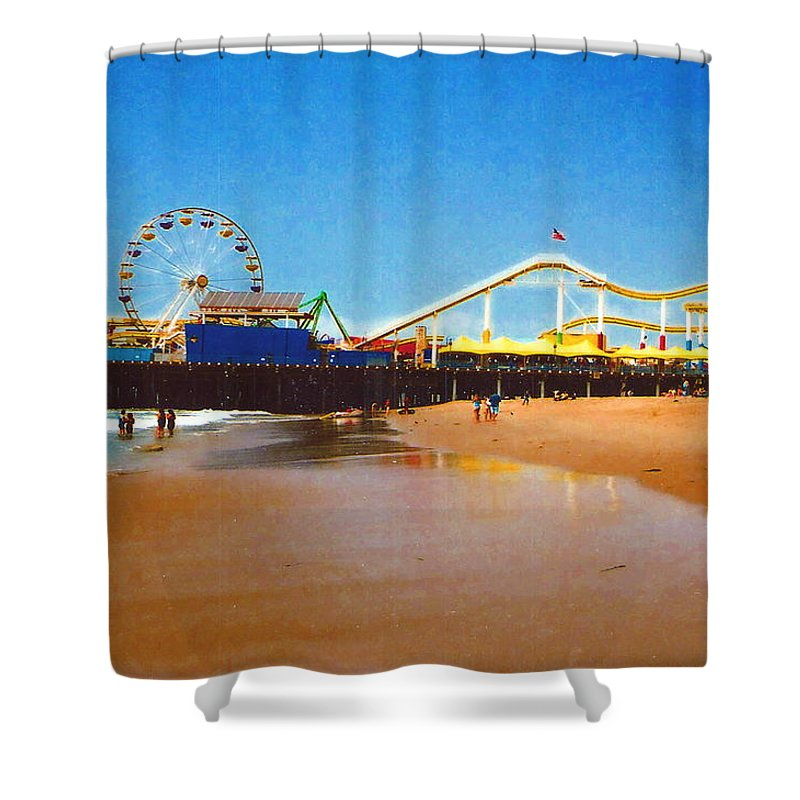 Sana Monica Pier Shower Curtain featuring the photograph Sana Monica Pier by Daniel Thompson