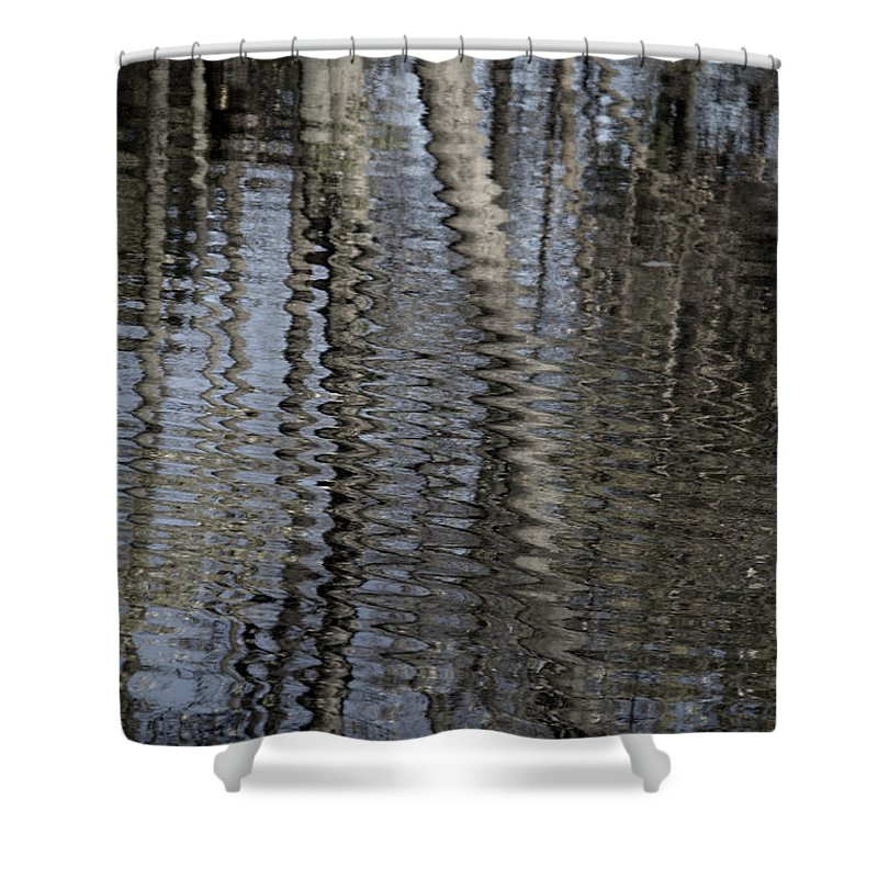 Short Wave Shower Curtain featuring the photograph Short Wave by Edward Smith