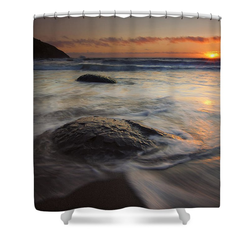 Fogarty Creek Shower Curtain featuring the photograph Stepping Stones by Mike Dawson