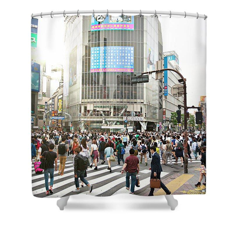 Crowd Shower Curtain featuring the photograph Sunny Day In Shibuya by Xavierarnau