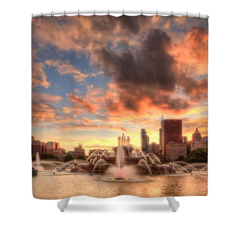 Chicago Shower Curtain featuring the photograph Sunset Over Buckingham Fountain by Lindley Johnson