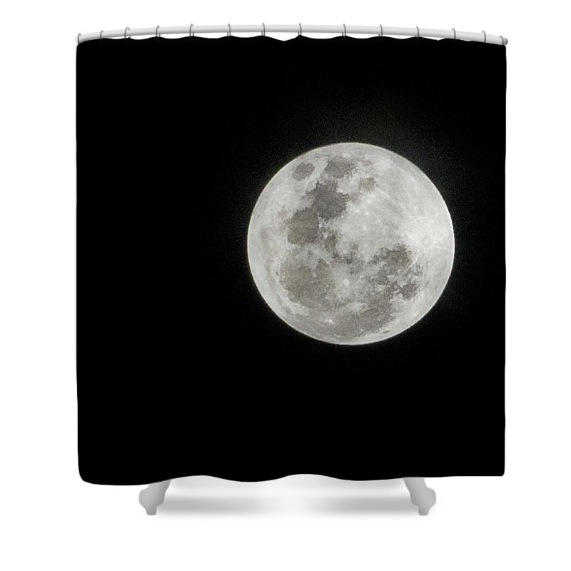Tranquility Shower Curtain featuring the photograph Super Lua by Texto De Credito Das Fotos
