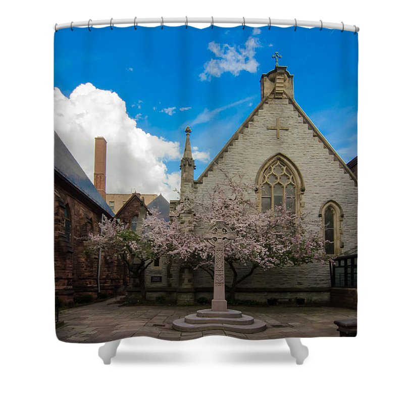 Buffalo Shower Curtain featuring the photograph Trinity Courtyard by Guy Whiteley