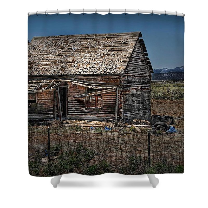Abandoned Shower Curtain featuring the photograph Vacant Homestead by Dyle  Warren