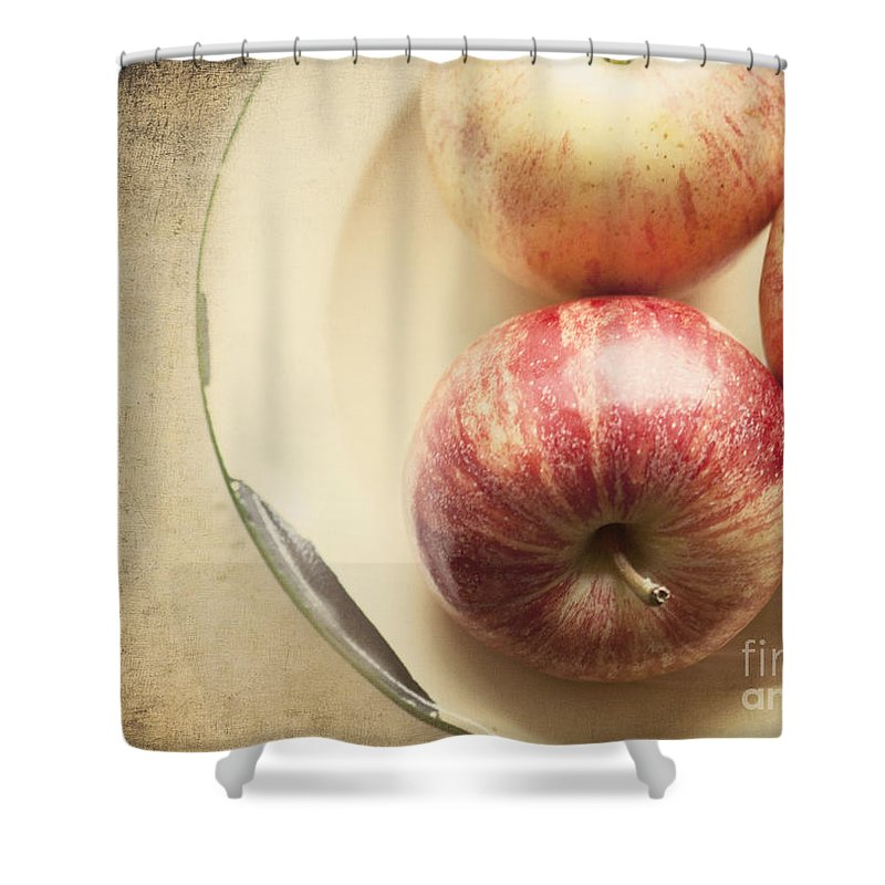 Fruit Shower Curtain featuring the photograph 3 Apples by Pam Holdsworth