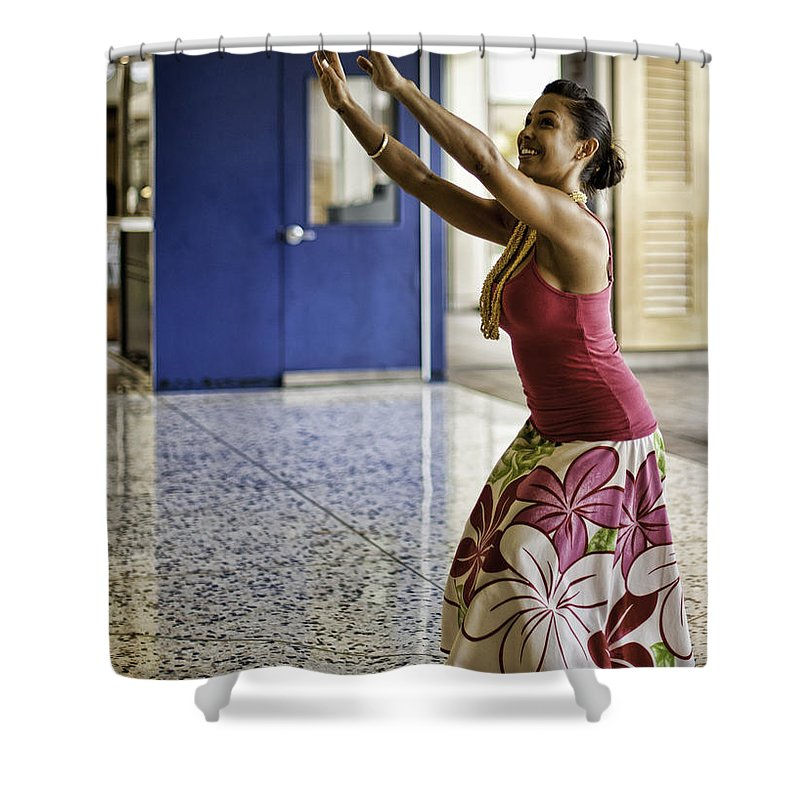honolulu Airport Shower Curtain featuring the photograph Airport Aloha by Dan McManus