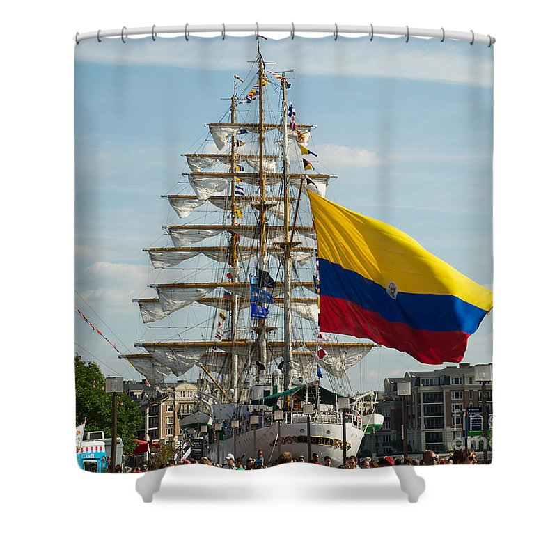 Baltimore Shower Curtain featuring the photograph Arc Gloria 2 by Mark Dodd