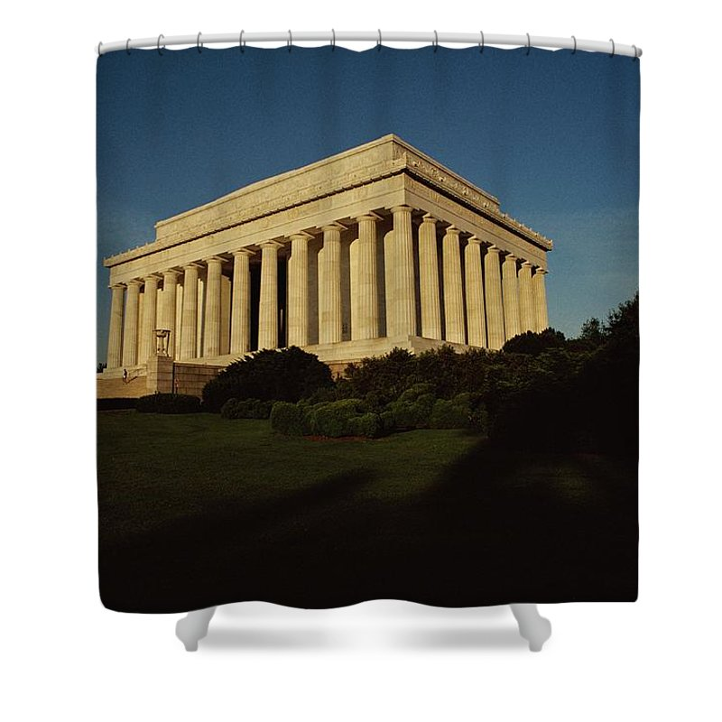lincoln Memorial Shower Curtain featuring the photograph Daytime View Of The Lincoln Memorial by Medford Taylor