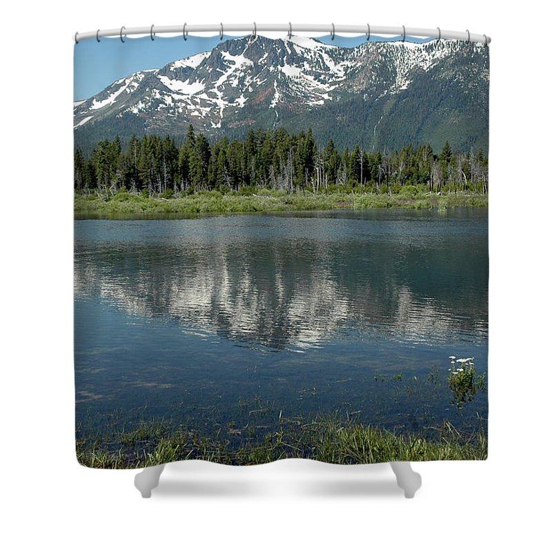Usa Shower Curtain featuring the photograph Flowers On The Lake by LeeAnn McLaneGoetz McLaneGoetzStudioLLCcom