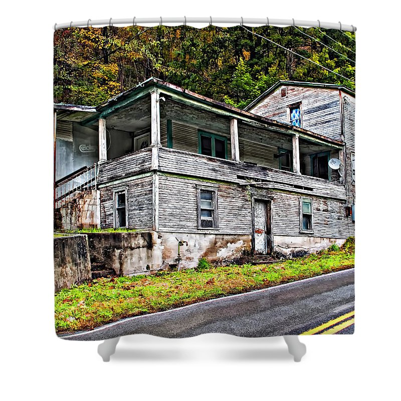 West Virginia Shower Curtain featuring the photograph Hanging In by Steve Harrington