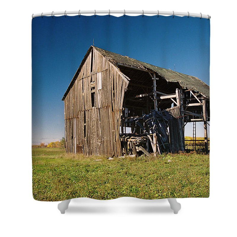Barn Shower Curtain featuring the photograph Holdin' On by Ron Weathers