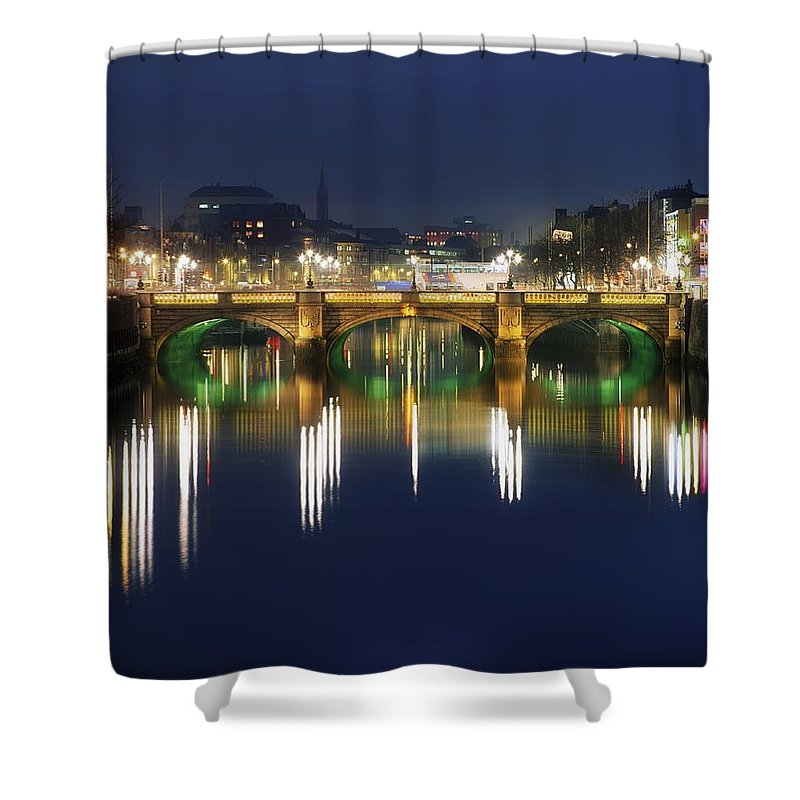 Baile �tha Cliath Shower Curtain featuring the photograph River Liffey At Night, Oconnell Street by The Irish Image Collection