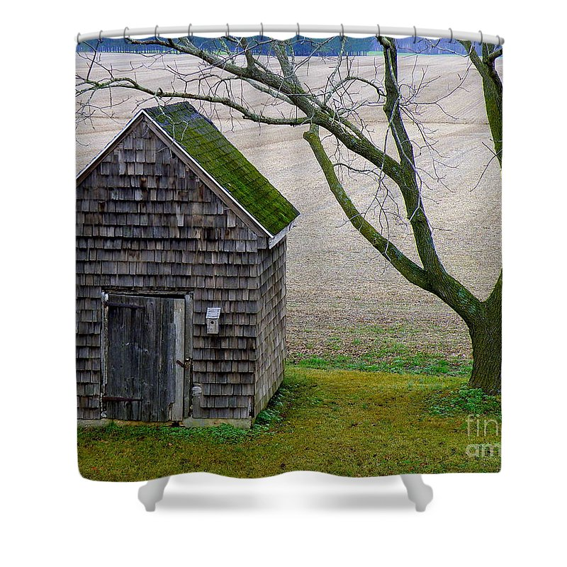 Farm Shower Curtain featuring the photograph Smoke House by Lainie Wrightson
