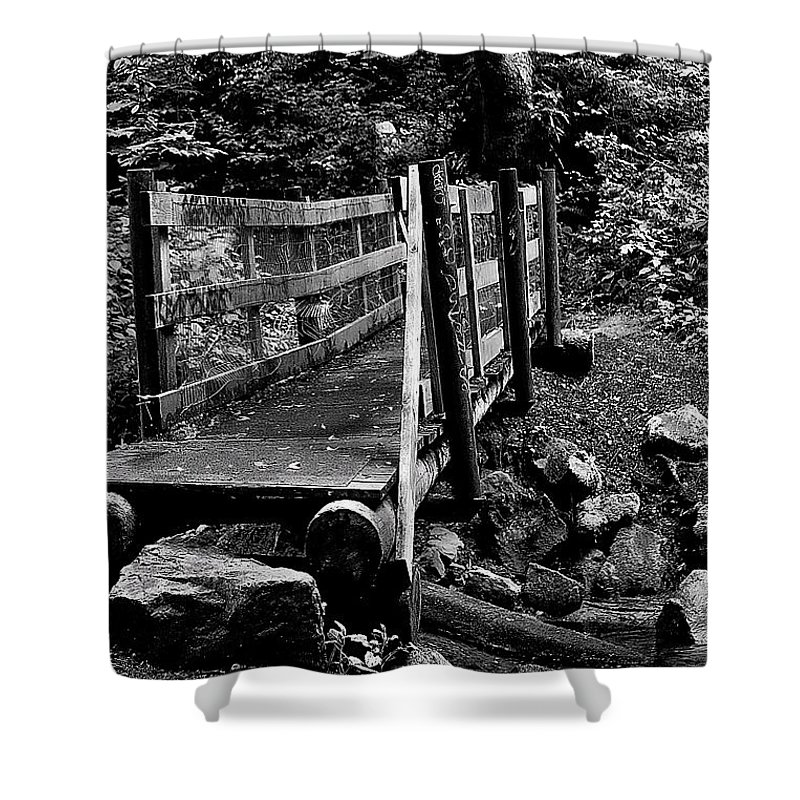 Black And White Shower Curtain featuring the photograph Swan Creek Footbridge by David Patterson