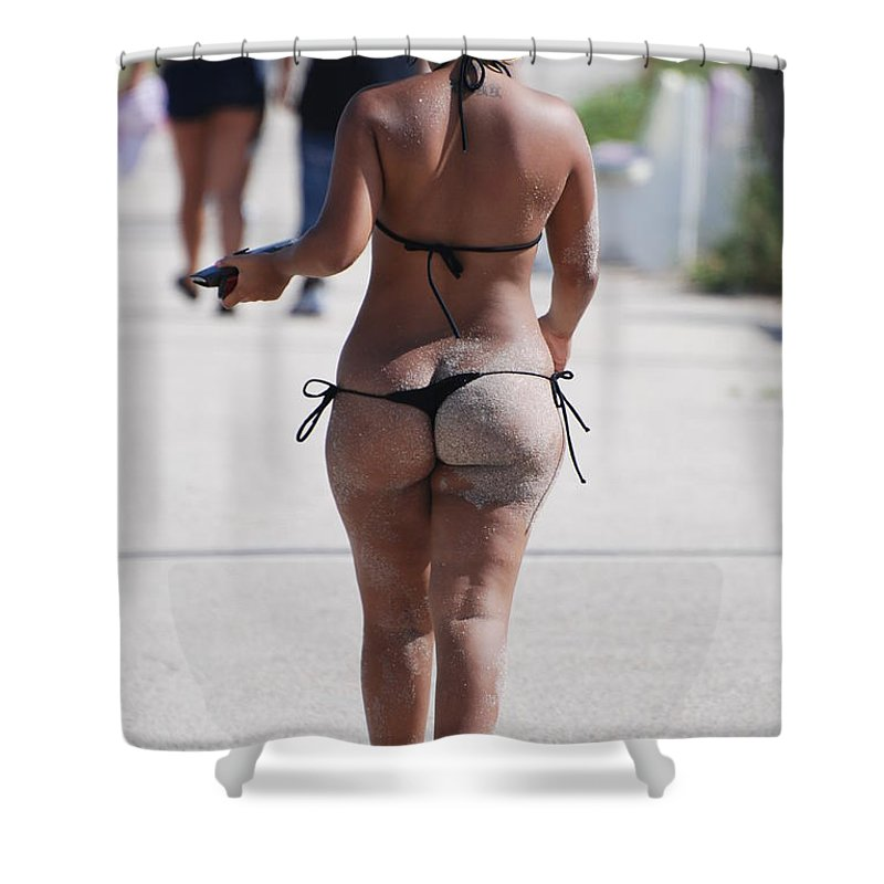 Portriat Shower Curtain featuring the photograph L W Thong by Rob Hans