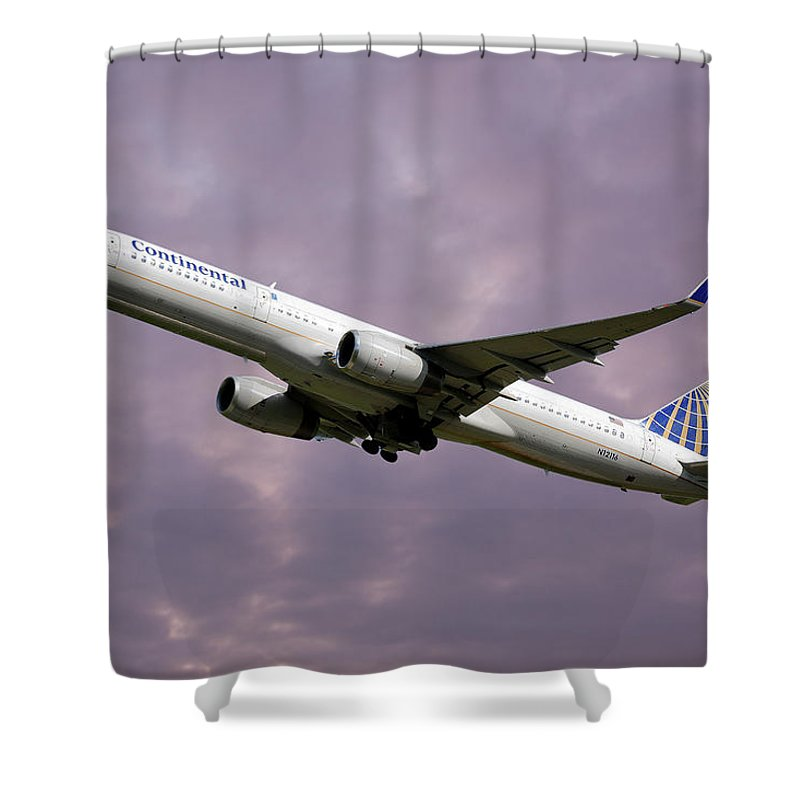 United Airlines Shower Curtain featuring the photograph United Airlines Boeing 757-224 by Smart Aviation