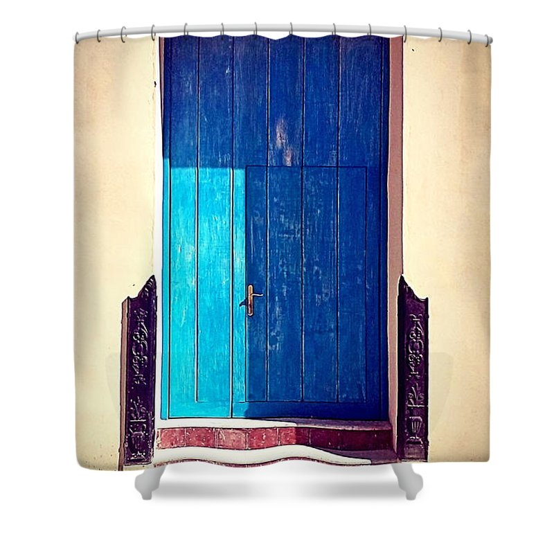 Havana Shower Curtain featuring the photograph Havana Cuba by Chris Andruskiewicz