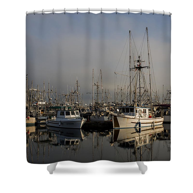Fishing Boats Shower Curtain featuring the photograph Ae Viking by Randy Hall