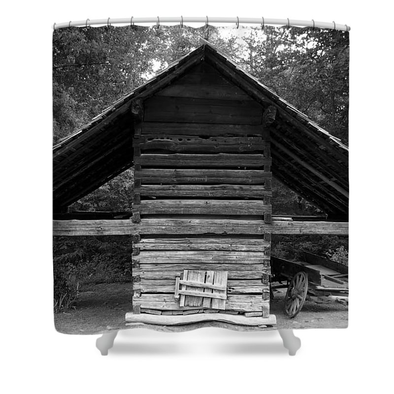 Barn Shower Curtain featuring the photograph Barn And Wagon by David Lee Thompson