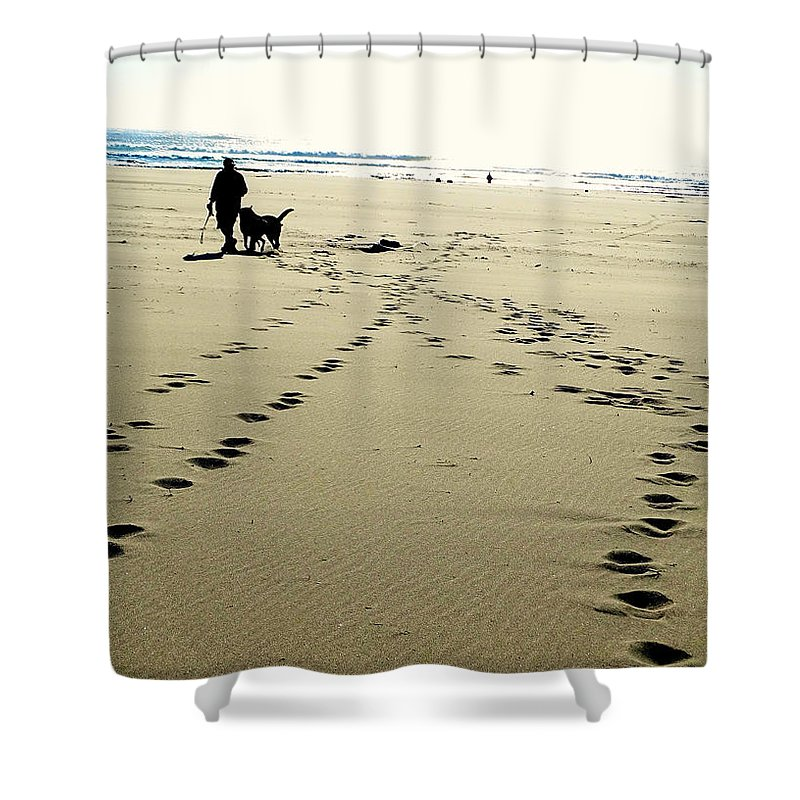 Beach Shower Curtain featuring the photograph Best Friends At The Beach by Leah Stark