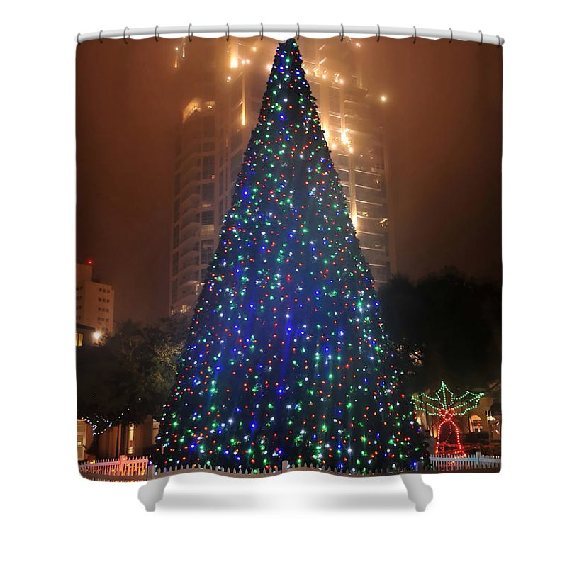 Christmas Shower Curtain featuring the photograph Christmas In The City by David Lee Thompson