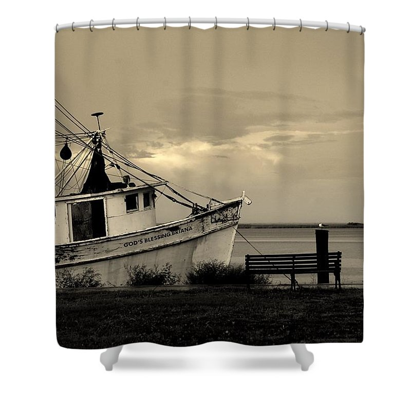 Harbor Shower Curtain featuring the photograph Evening In The Harbor by Susanne Van Hulst