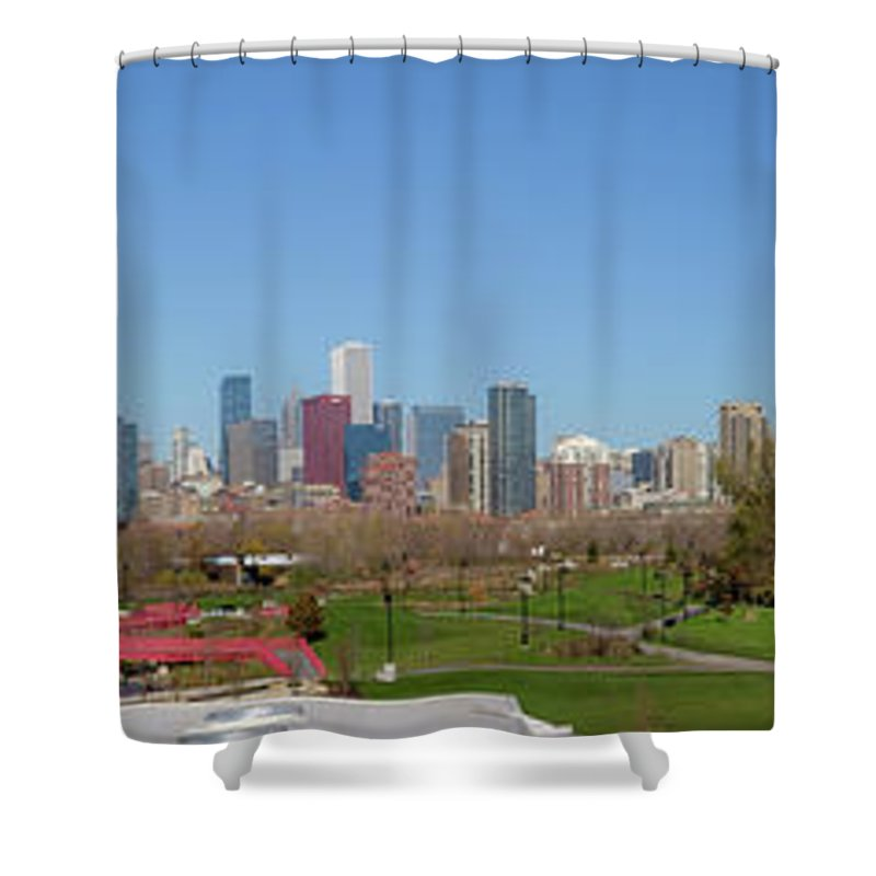 Architecture Shower Curtain featuring the photograph Falling For Chicago by Geoff Eccles
