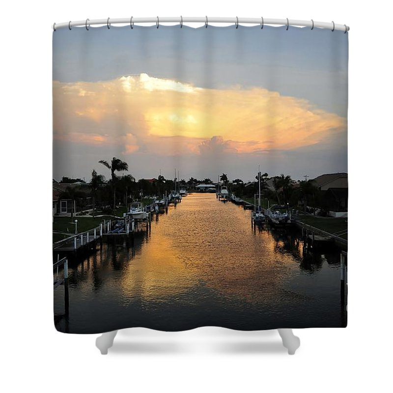 Florida Shower Curtain featuring the photograph Florida Life Style by David Lee Thompson