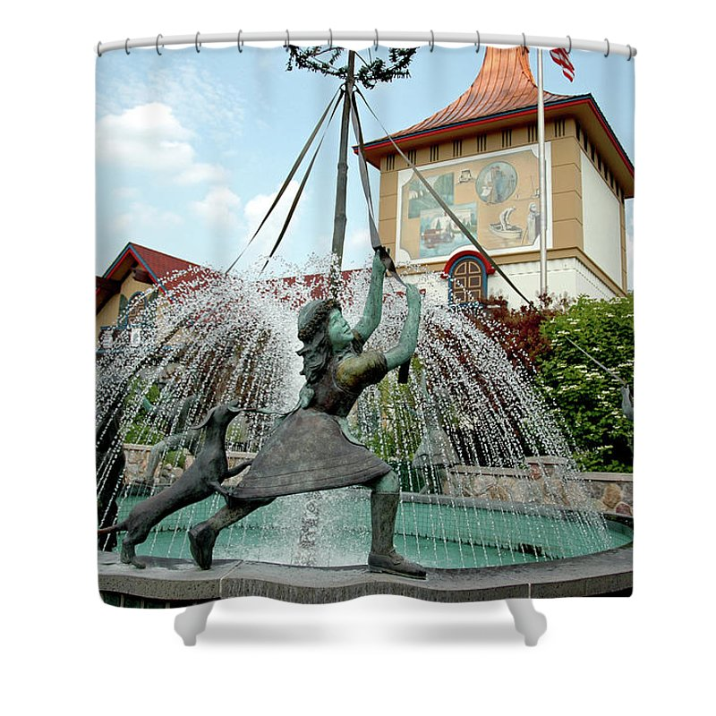 Usa Shower Curtain featuring the photograph Follow Me Around The May Pole by LeeAnn McLaneGoetz McLaneGoetzStudioLLCcom
