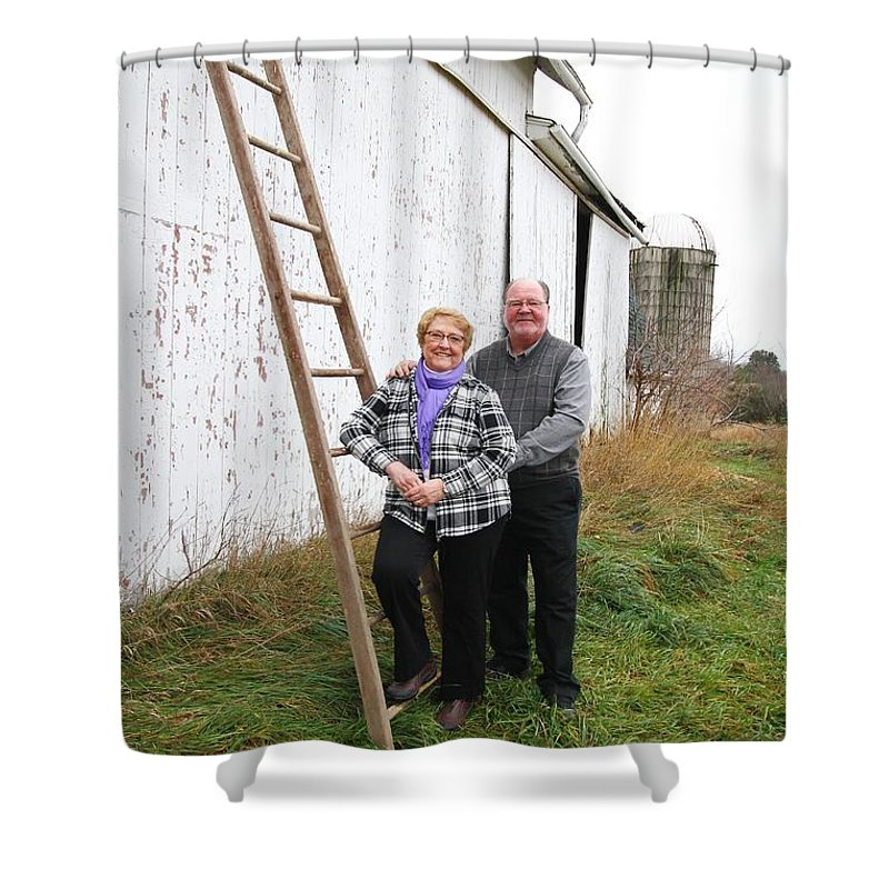 Morris Family 11-26-15 Shower Curtain featuring the photograph Gls Image 2131 by Gayle Scheel