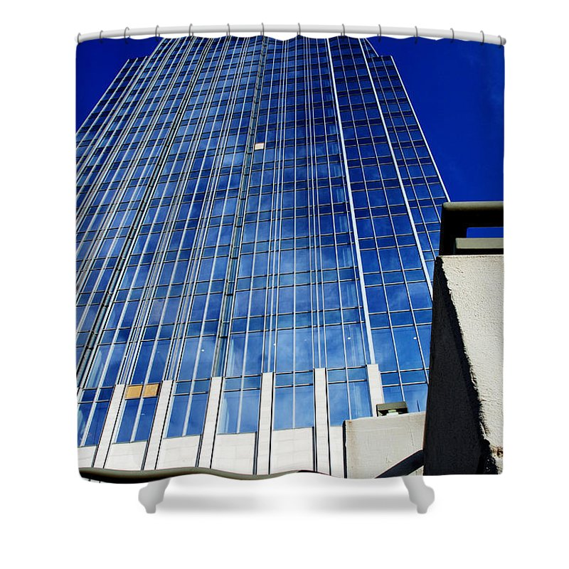 Nashville Shower Curtain featuring the photograph High Up To The Sky by Susanne Van Hulst