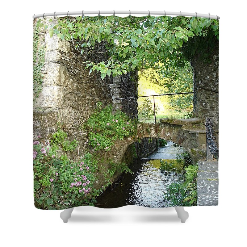 Inistioge Shower Curtain featuring the photograph Inistioge by Kelly Mezzapelle